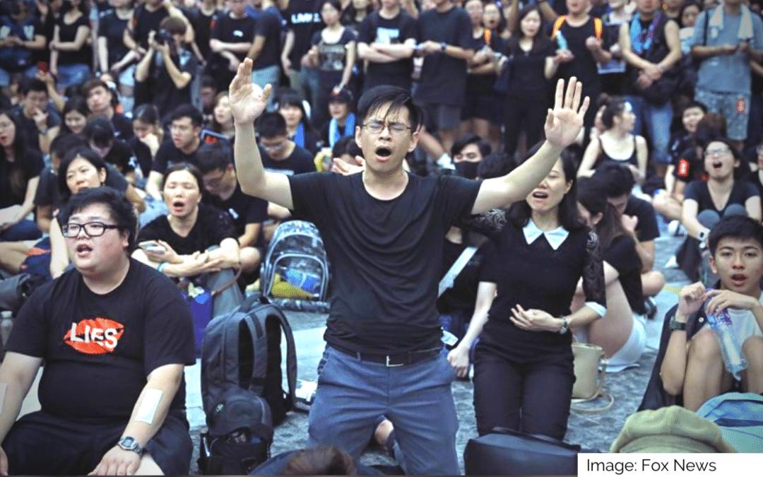 Hong Kong Protestors Sing Hallelujah as China Threatens
